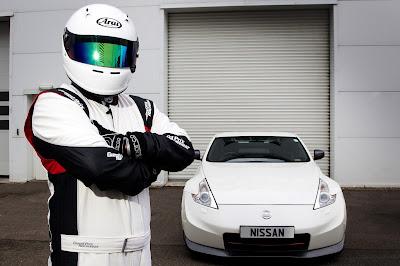 H Nissan βγάζει το κράνος από τον δικό της… Stig !