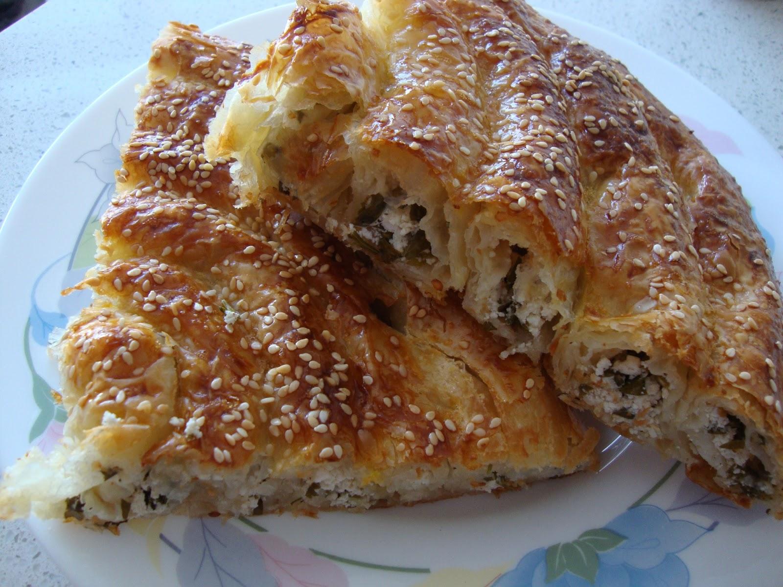 Baklava Yufkasından Patatesli Kıymalı Börek Tarifi