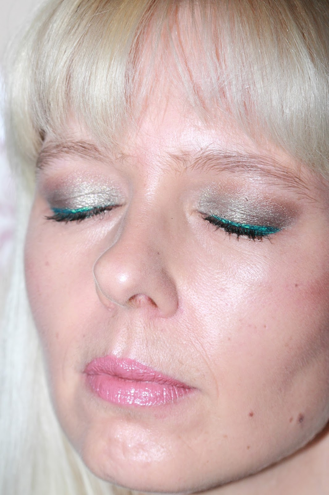 Green Eye Liner Make Up Look