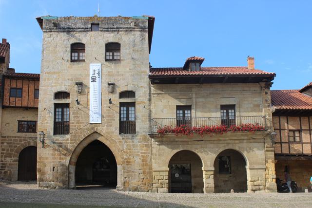 Torre de don Borja, en la plaza del ayuntamiento de Santillana del Mar
