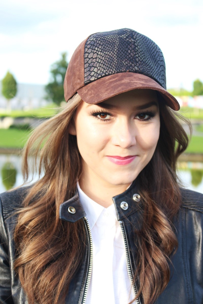 baseball cap, baseball hat, detail, outfit detail, smile, slovak girl, how to, style, trending