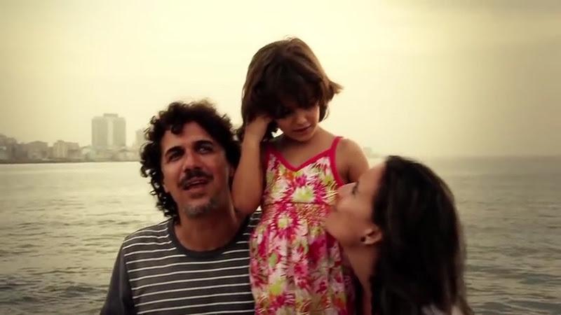 Roberto Carcassés - ¨Viene y va la felicidad¨ - Videoclip - Dirección: Andros Barroso. Portal Del Vídeo Clip Cubano - 08