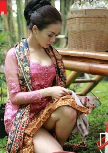 Foto Telanjang Buka Baju Jadi Penjual Jamu Seksi