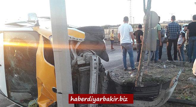 Diyarbakır'da katı atık toplama merkezi yakınlarında kaza: 2 yaralı