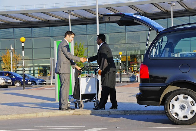 Dicas para ir do aeroporto ao hotel de transfer, garantindo o melhor preço, segurança e conforto