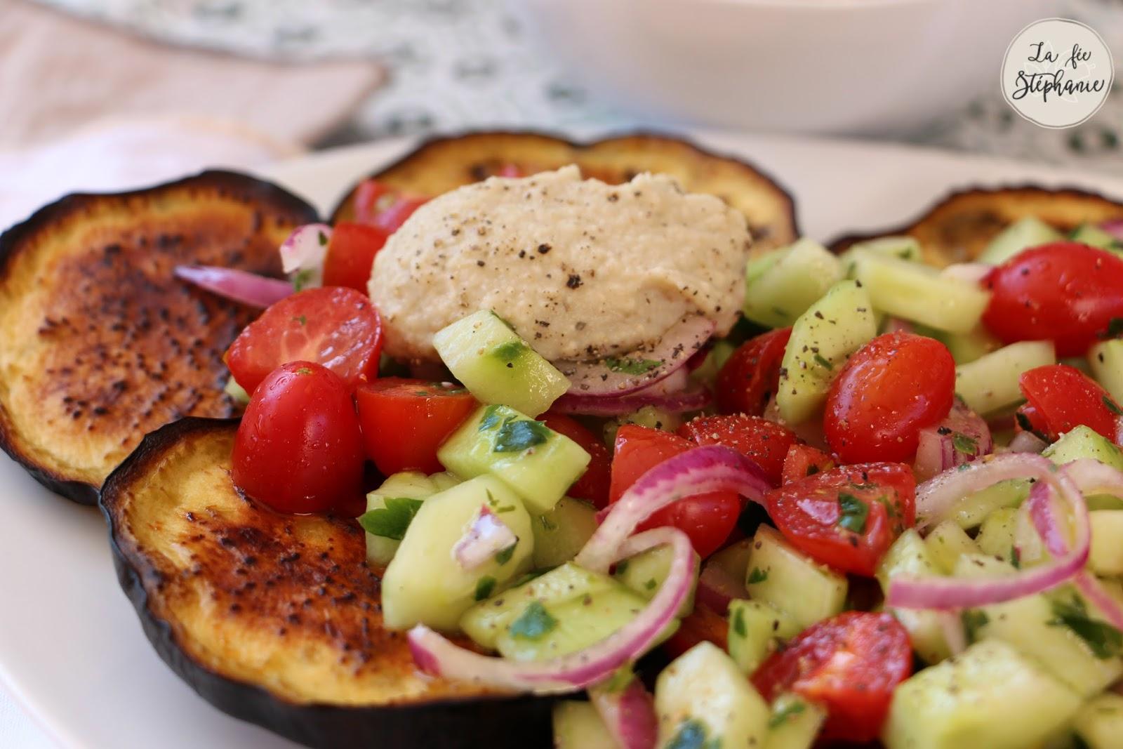 Salade Fraiche Sur Un Lit D Aubergines Grillees Sauce D Aubergine