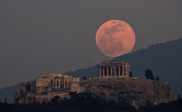 Mengejutkan, Bulan di Langit Ternyata Dibuat Manusia