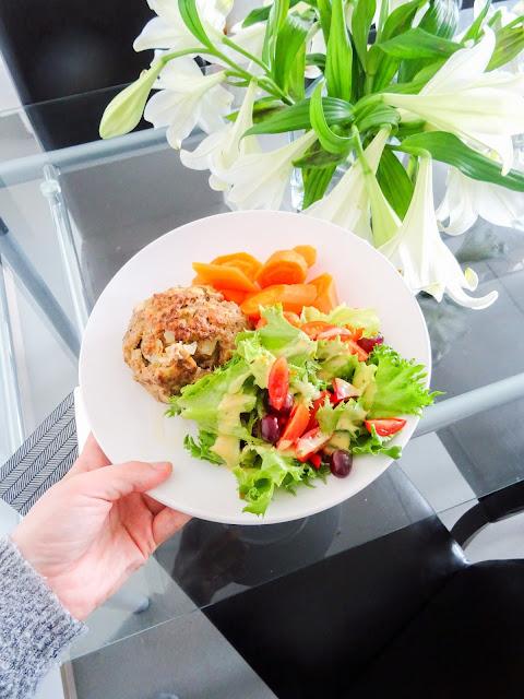 Ruuanlaitto | Ruoka | Stocmann Casa astiat | Munalihapullat ja keitetyt porkkanat