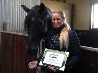 Thamar Gotthjalpsen & Shadow (Neapolitano) ontvangen de Equine 500 2017 award voor de meest passievolle paardenmensen