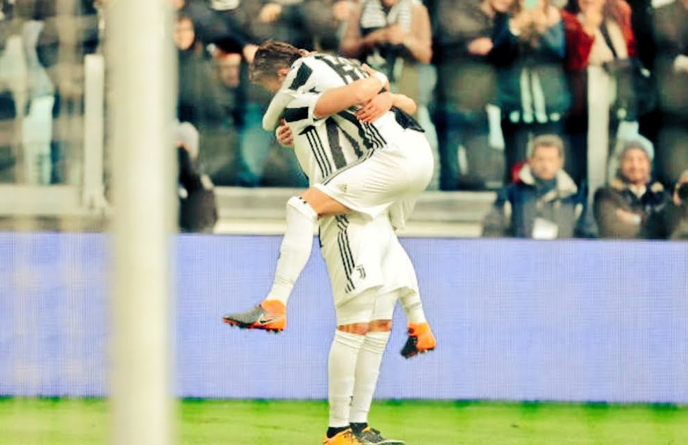 Fiorentina-Juventus finisce 0-2 tra le polemiche, gol dell'ex Bernardeschi su punizione e Higuain