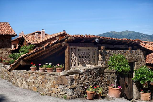 Casa de las chimeneas en Tudes