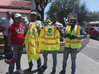 Diputado Manuel Sánchez  hizo entrega de cascos y chalecos a motoconchistas para reducir accidentes en Semana Santa