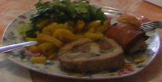 Rulada de porc cu cartofi prajiti si salata reteta,