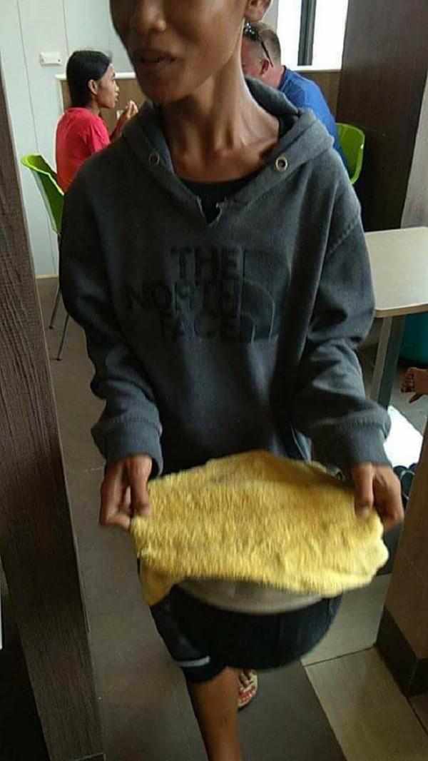 Hungry Barkada Goes Viral after Bringing Pot of Rice to Jollibee