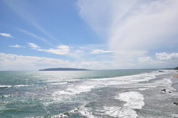Memandang Horizon dari Pantai Karang Nini