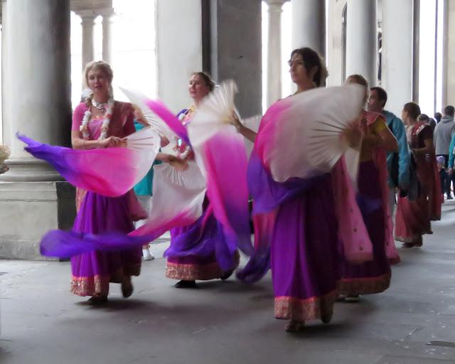 Hare Krishna dancers, Uffizi Gallery, Florence