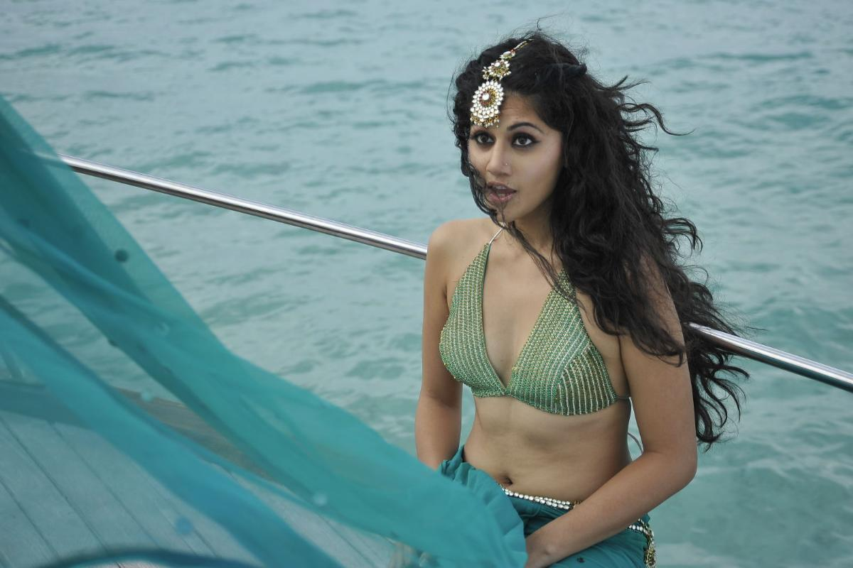 Tv Actress Shraddha Arya Hottest Bikini Body Exposed: Actress Light Box: Tapsee Pannu Hot Cleavage & Navel Show
