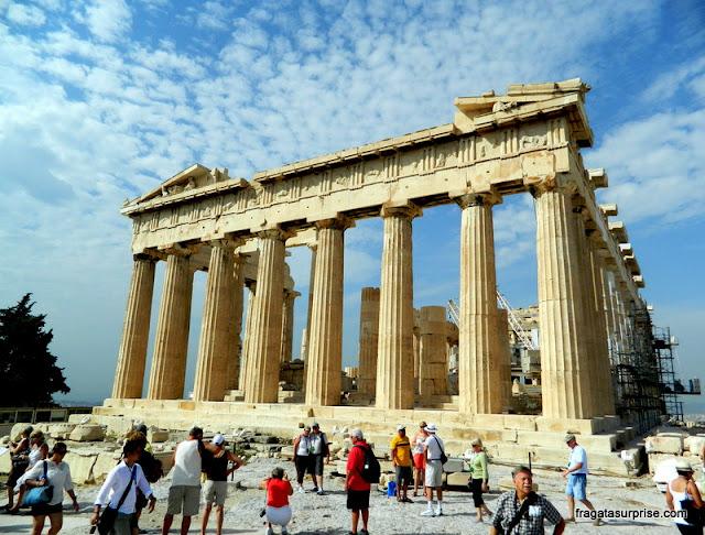 O Partenon, na Acrópole de Atenas, Grécia