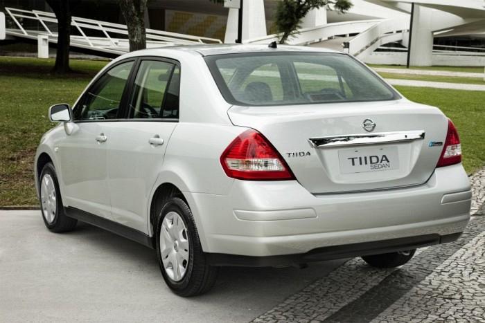 car i Nissan Tiida sedã 2013