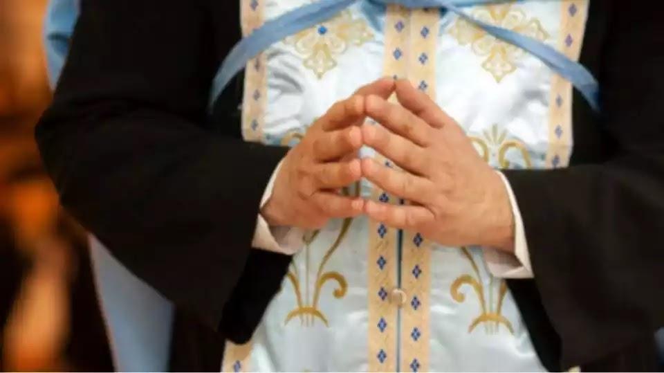 «Αδειούχος» ο ιερέας που απαγορεύει τις μάσκες στην εκκλησία!