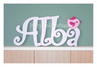letras de madera infantiles para pared Alba con silueta de pajarito babydelicatessen