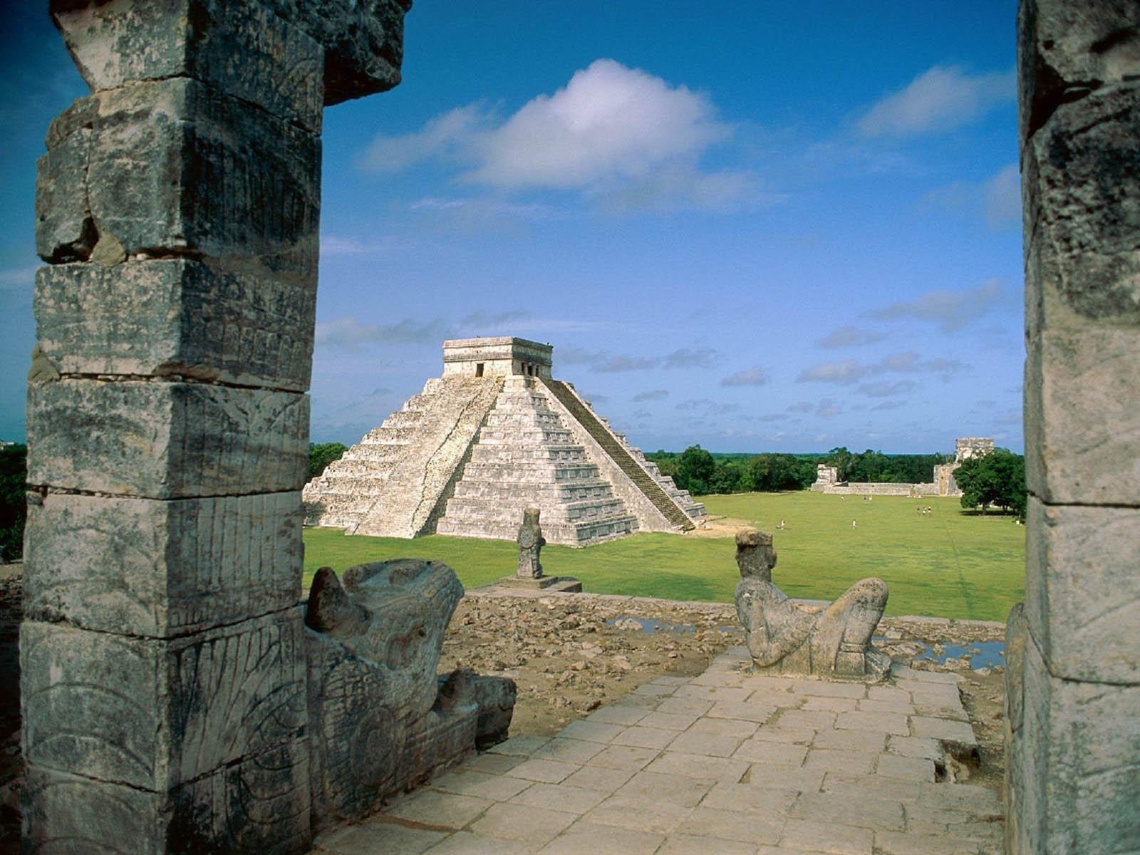 Chichen Itza, Yucatan, Mexico - El Castillo ~ Desktop Wallpaper