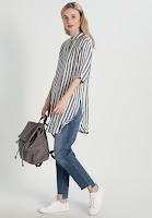 https://www.zalando.be/moss-copenhagen-blouse-whitegrey-stripe-m0y21e00k-c11.html