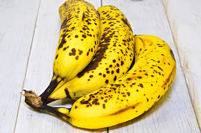 Ripe banana for hair