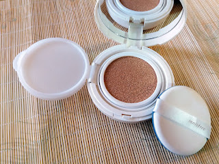 INNISFREE Long Wear Cushion SPF50  Review, Innisfree, BB cushion, All in one foundation, Korean beauty products, Korean beauty, Korean BB cream, Beauty, Beauty blog, Top Beauty Blog, red alice rao, redalicerao, Top Beauty Blog of Pakistan, skincare, flawless skin, dewy loo