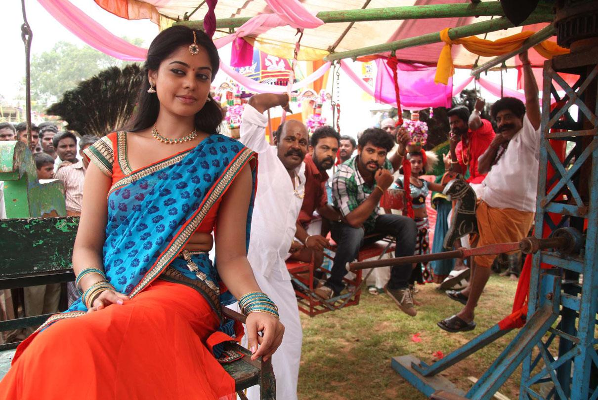 Bindhu madhavi latest pics in saree