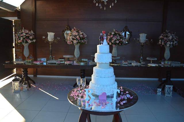 mesa com bolo