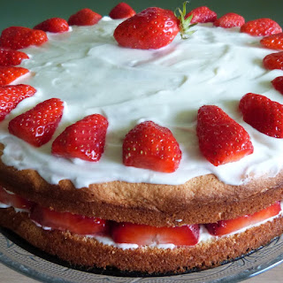 https://danslacuisinedhilary.blogspot.com/2014/04/fraisier-ma-facon-my-strawberry-cake.html