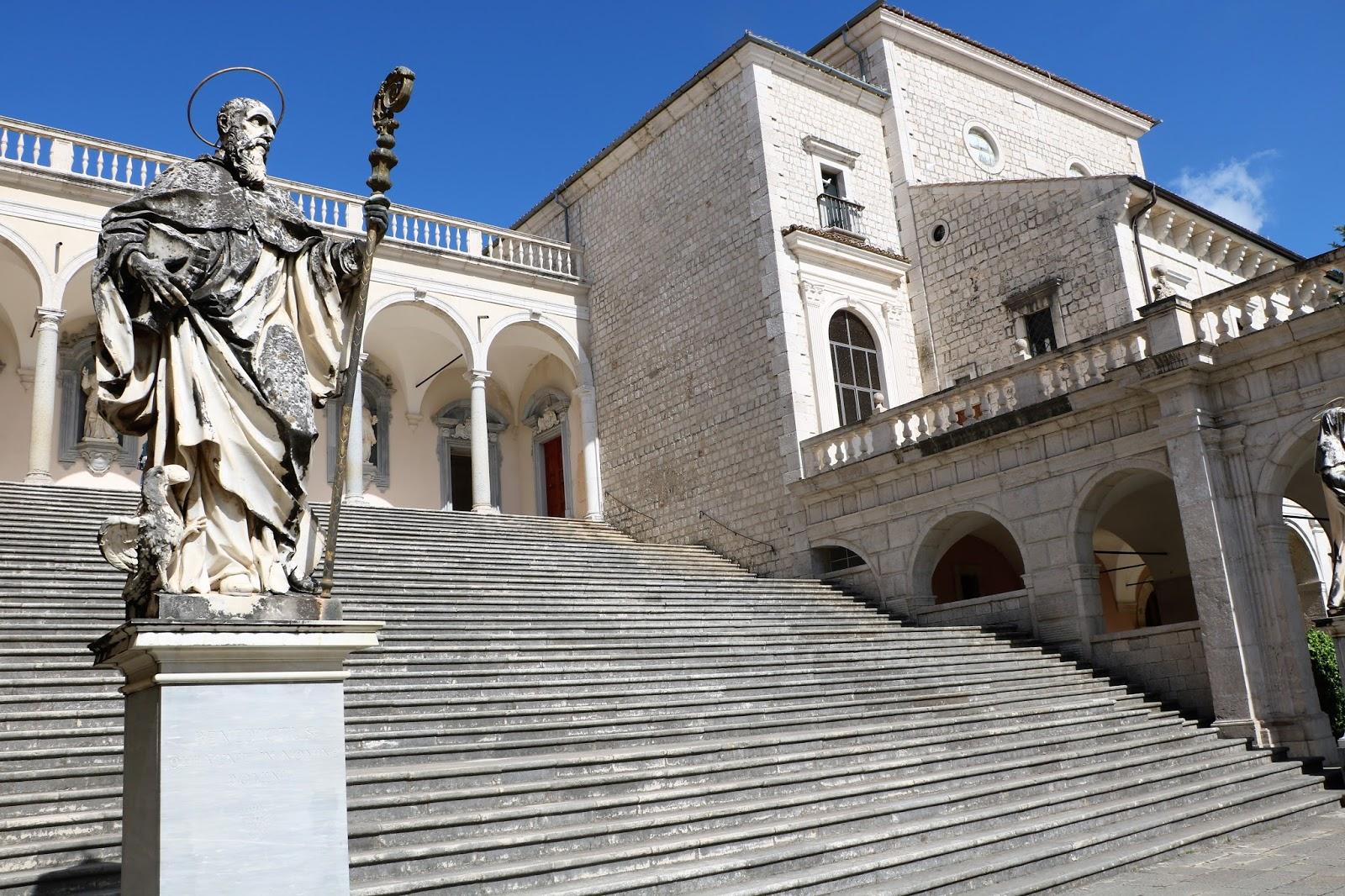 Viaggi con ricordi l 39 abbazia di montecassino for Aggiornare le colonne del portico