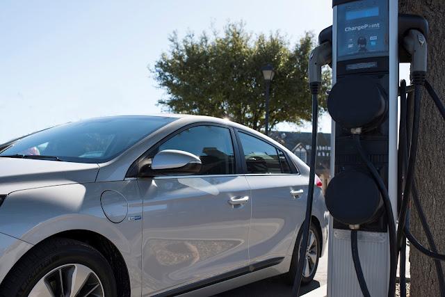 2018 Hyundai Ioniq Plug-In Hybrid at electric car charger