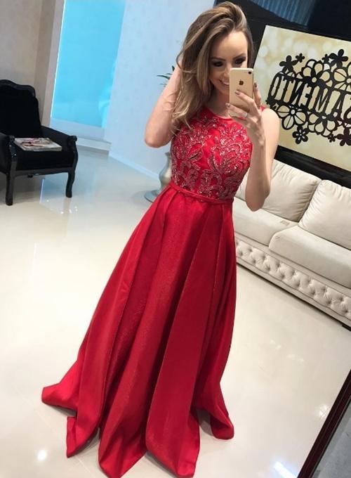 vestido de festa longo vermelho com saia ampla