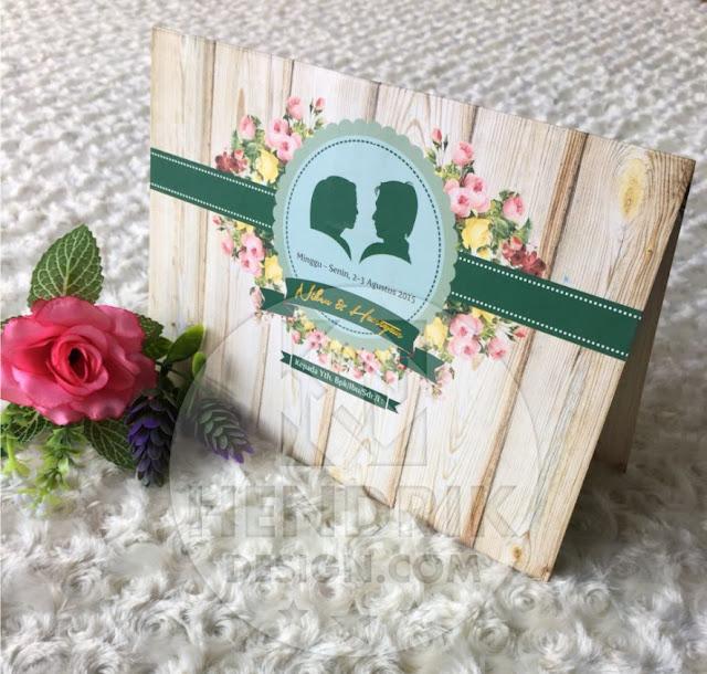 Contoh undangan pernikahan softcover niken dan haryanto