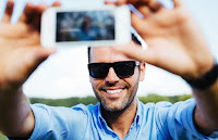 Tomarte muchas selfies te vuelve un psicópata