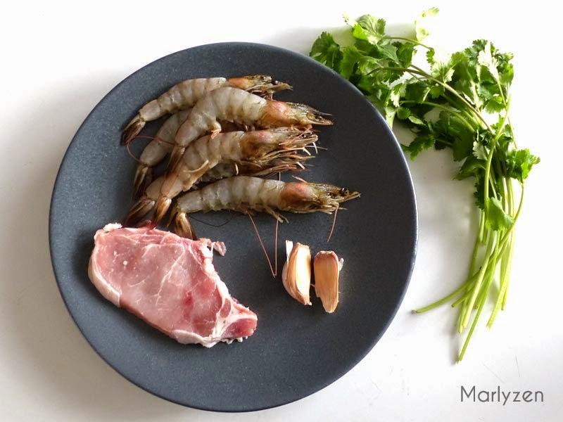 Porc, crevettes, ail et coriandre.