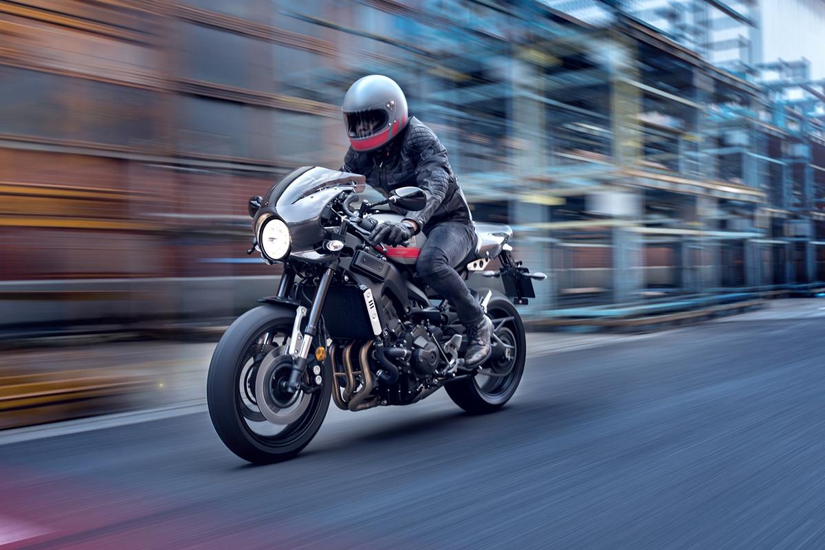2017 Yamaha XSR900 Abarth EU Nimbus Grey Action