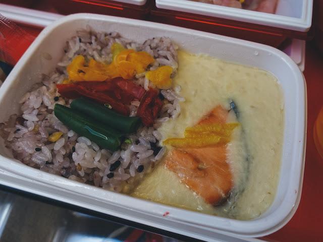 機内食1(夕食) その2