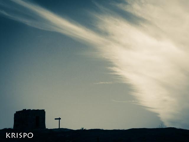 cielo azul con nubes avanzando en Jaizkibel hondarribia