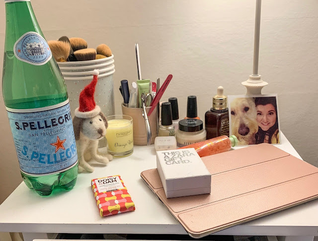 SweetieSal - What's on my bedside table?