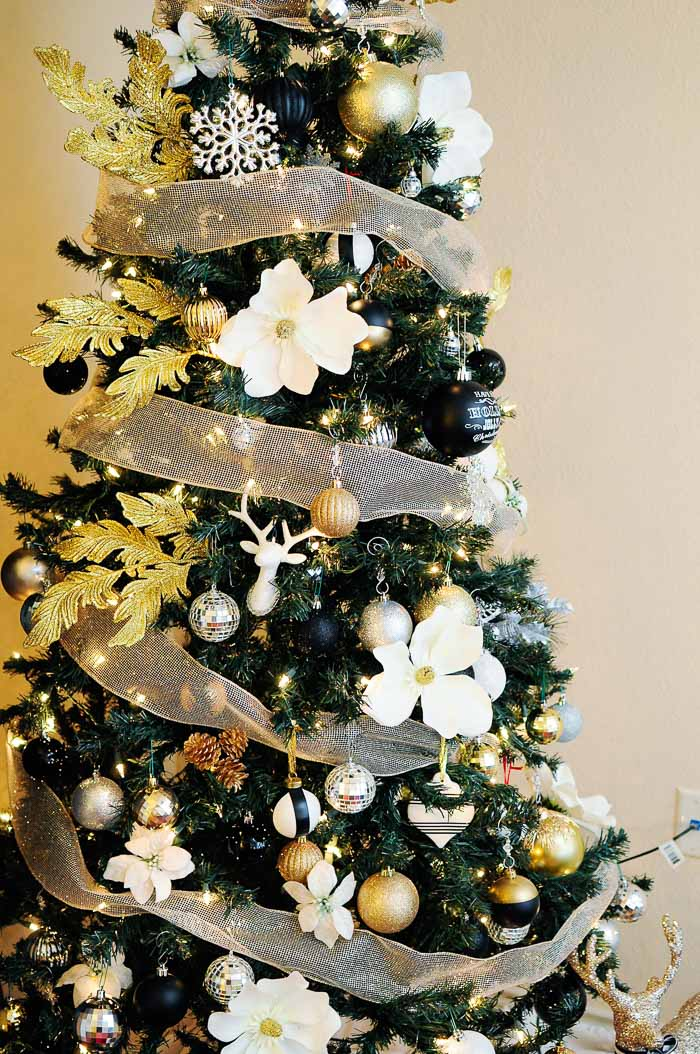 tips for creating a beautiful glam and chic black white gold and silver - Black And Silver Christmas Tree