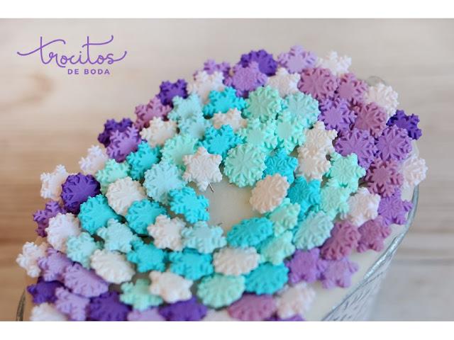 Alfileres Be Snow en tonos fríos de invierno y el color Pantone Ultraviolet protagonista