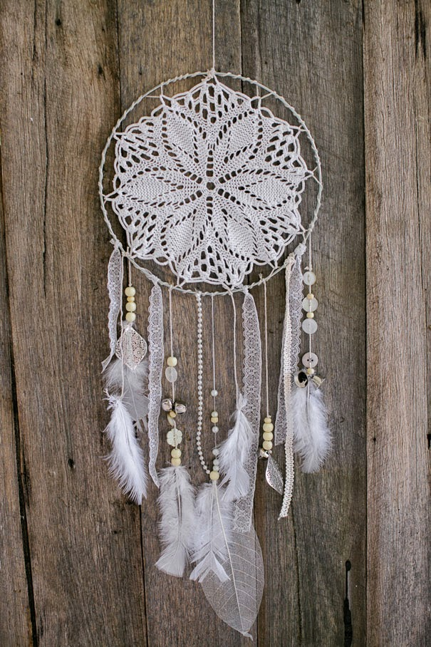 DIY bohemian home decor projects. DIY boho. DIY hippie. DIY home decor. Affordable DIY home decor. Affordable bohemian.   boho diy room decor diy bohemian decor pinterest bohemian decor on a budget diy bohemian clothing diy hippie crafts diy hippie room decor diy boho curtains boho craft projects