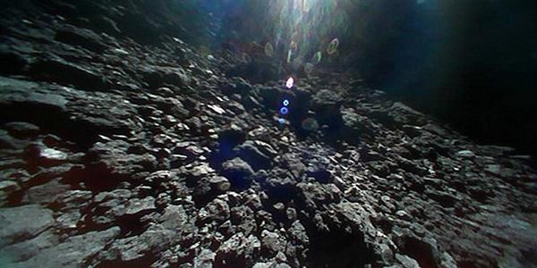Η εντυπωσιακή θέα του Διαστήματος από έναν αστεροειδή