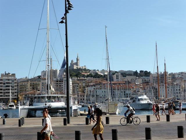 Marsella, Puerto Viejo con Basílica Notre Dame al fondo