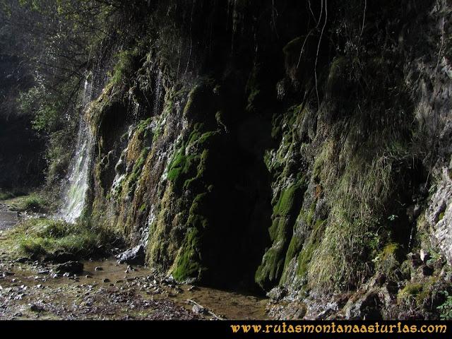 Ruta de las Foces del Rio Pendón y Varallonga: Caída de agua