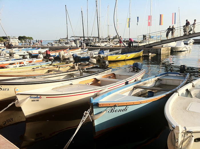 Reiseglueck Gardasee Bardolino travel Hafen