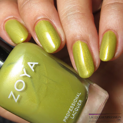 nail polish swatch and review of Zoya Scout from the summer 2017 Wanderlust collection